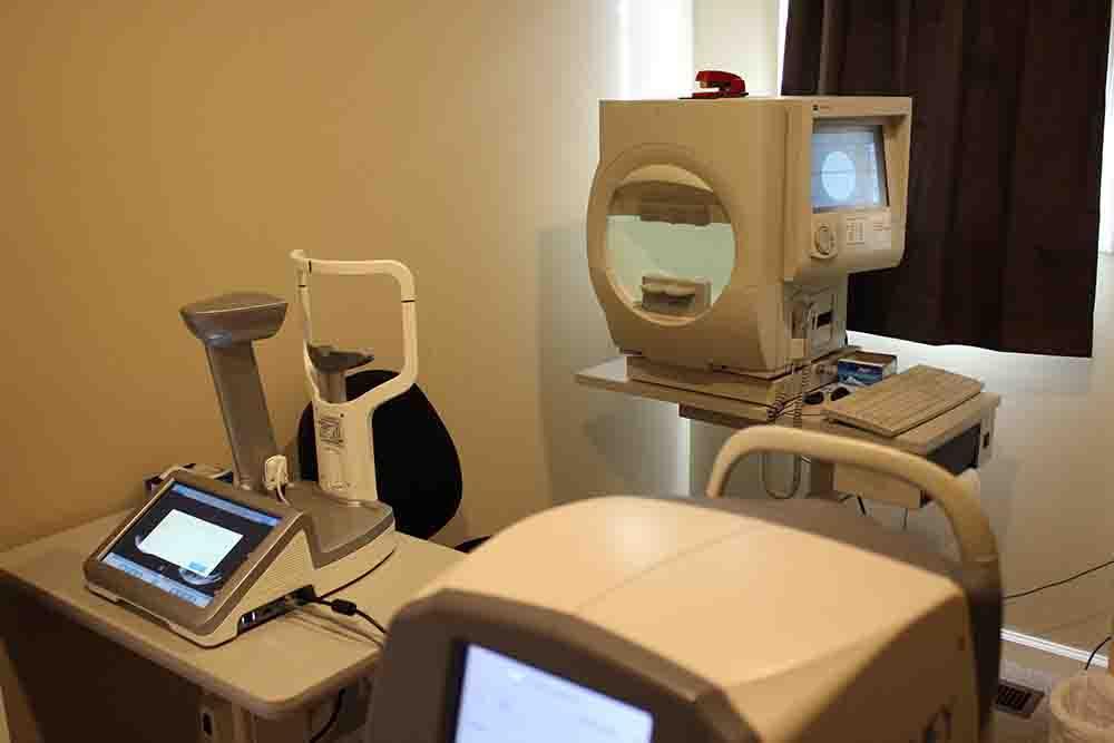 Equipment for eye exams